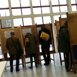 Wählerliste_Foto_Wikimedia_AlexLee_Voting_in_Hackney